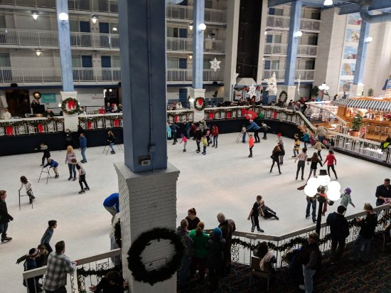 Carousel Resort Hotel & Condominiums: Carousel ice rink view from our room