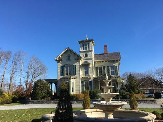 Jamesport, État de New York : A view of the loveliness that is the Jedediah Hawkins Inn