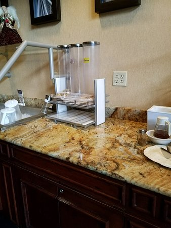 Residence Inn by Marriott Charleston Airport: No cereal No fruit No breads No Yogurt No milks Juice Out