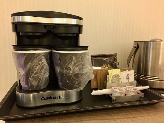 DoubleTree by Hilton Bend: Coffeemaker that makes two cups simultaneously.