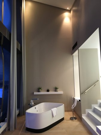 Badezimmer der Panoramasuite - Bild von The Westin Hamburg, Hamburg ...