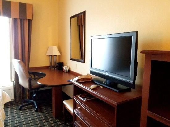 Hampton Inn & Suites Columbia (at the University of Missouri): 20180101_153225_large.jpg