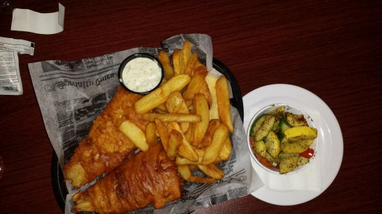Monroe, OH: Fish Dinner with steak fries and a side of house veggies