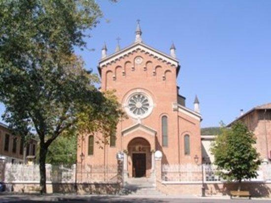 Salsomaggiore Terme, Italie : Foto della Chiesa con anche l'ampio Sagrato.