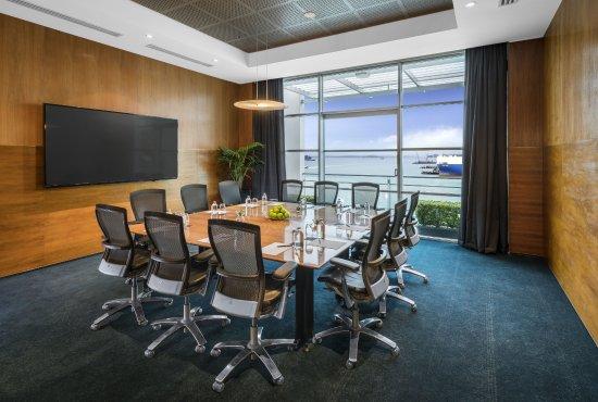 Hilton Auckland: Executive Boardroom