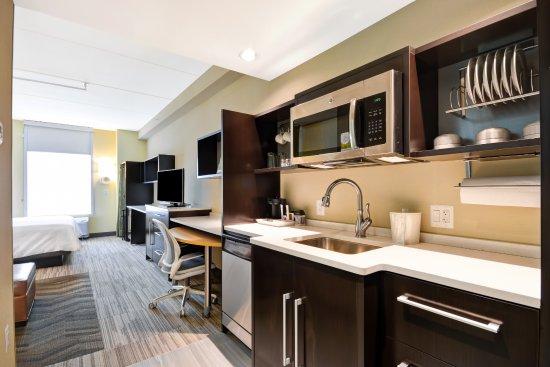 Ranson, Virgínia Ocidental: King Studio Suite Kitchen