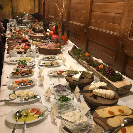 Hotel Zubrowka: Great food , comfort and friendly service. The best breakfast bar ever!