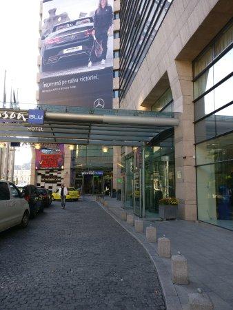 Radisson Blu Hotel Bucharest: זו תמונה שצילמתי את הכניסה למלון