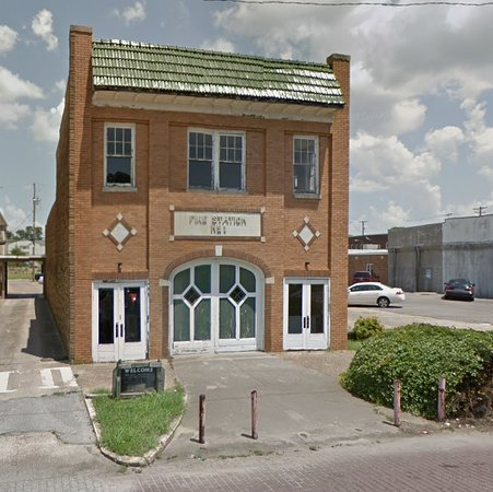 Greenville, MS: Street facade of the OId Firehouse Museum