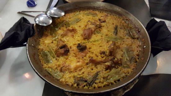 Mercat de La Reina: Paella Valenciana (a main dish to be shared between 2)
