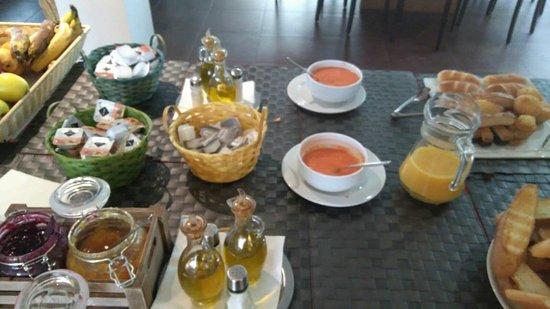 Atienza, España: El desayuno buffet estaba bien, muy rico todo, no muchas cosas como en un hotel pero comimos bie