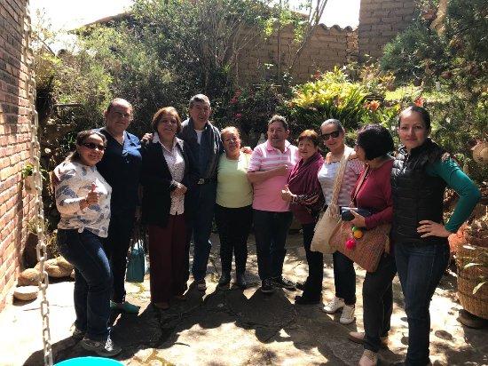 Tibasosa: En el patio de la casona con los propietarios (don Pedro y dña. Luz Marina)