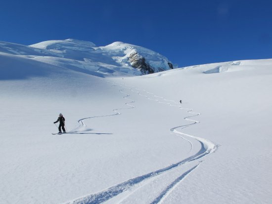 Mt. Cook Village, Nueva Zelanda: Ski the Tasman package includes 2 runs of 8 to 10 kilometres long.