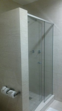 Hotel Principe & Suites: We had a shower and bathtub