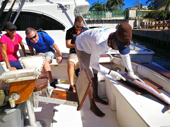 Legacy Fishing Charters: Winston filleting the wahoo