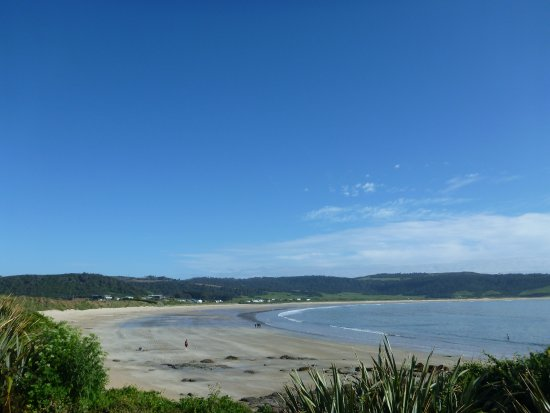 Tokanui, New Zealand: The view from the headland looking back towards the beach house