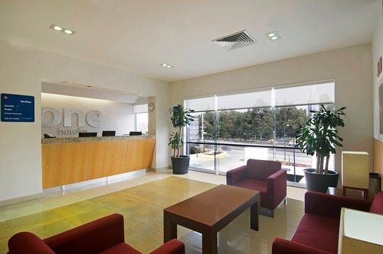 Hotel One Puebla FINSA: Lobby