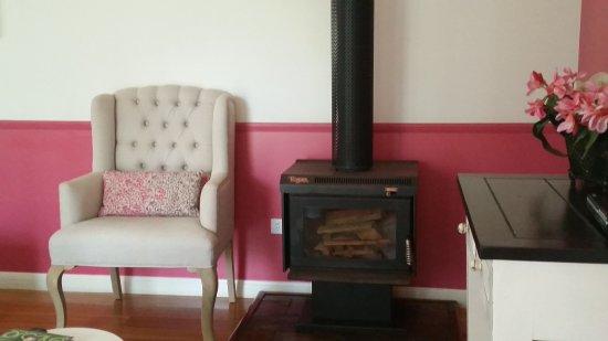 Amytis Gardens Retreat & Spa: winter fireplace