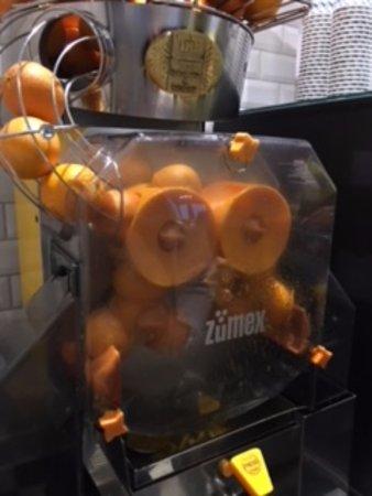 Hotel Mercure München Altstadt: オレンジジュースも絞りたて