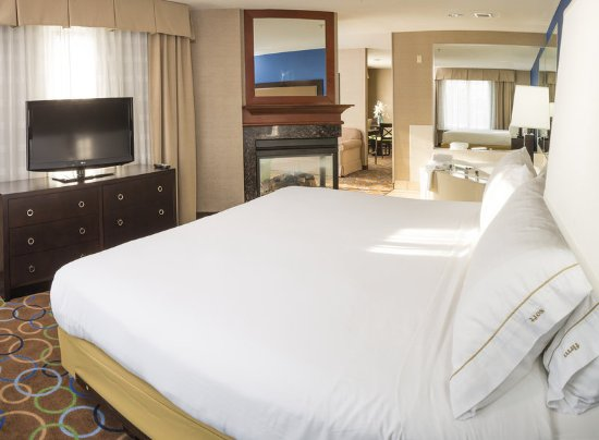 Holiday Inn Express Hotel & Suites Manchester Airport: Suite