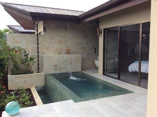 Pool Mit Wasserfall kleiner pool mit wasserfall picture of golden pineapple villas