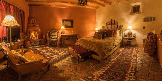 Ranchos De Taos, NM: Rosa bedroom