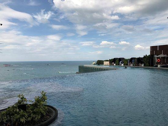 Hilton Pattaya: インフィニティプール