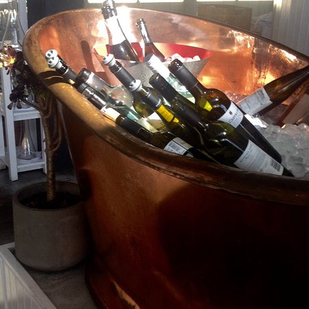 Swanbourne, Australia: A new meaning for taking an ice bath. The Champagne and wines look very happy chilling out at th