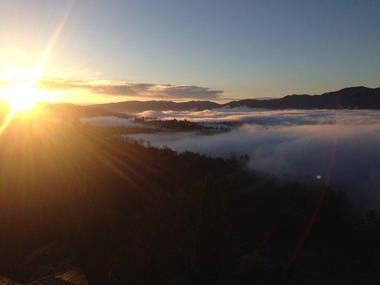 Castelvecchio Pascoli, Italia: Il sole che sorge