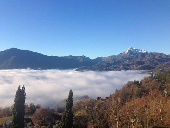 Castelvecchio Pascoli, Italia: Cime innevate