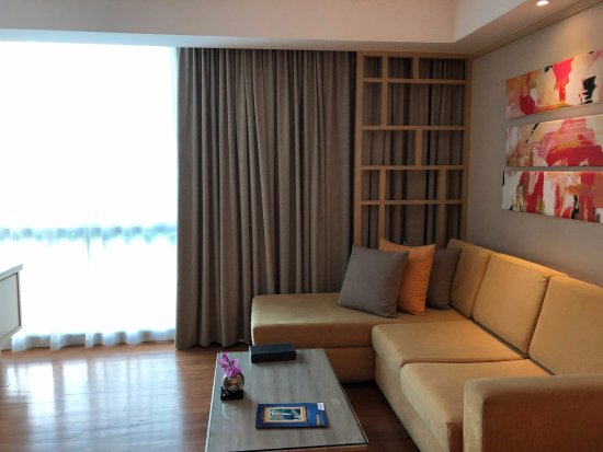 Amari Residences Bangkok: living room