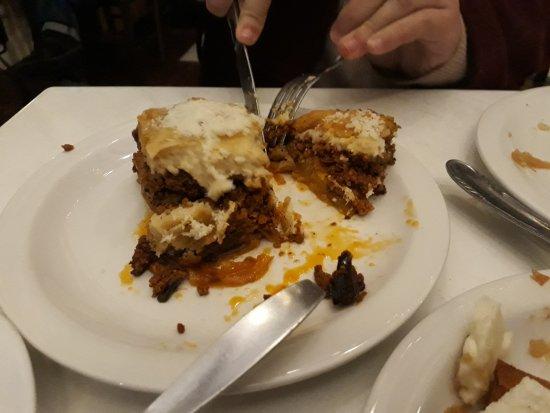 Εστιατόριο Σχολαρχείον: Moussaka (the best dish I had there)