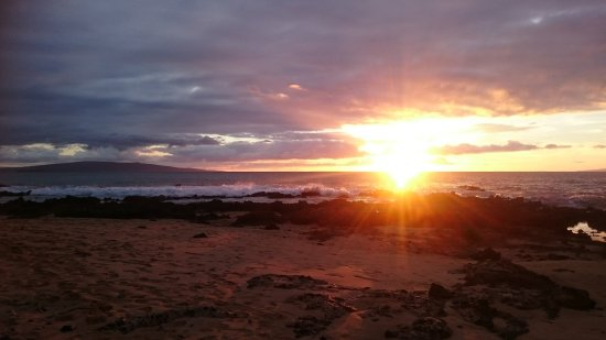 Mana Kai Maui: Sunset views from the private lawns