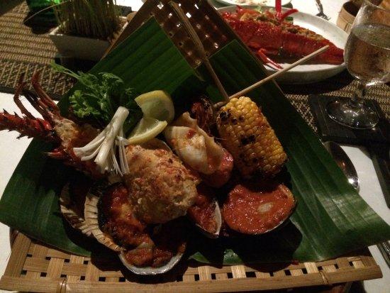 Gong Restaurant - Balinese Cuisine: Seafood platter - Yum!