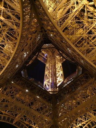 Eiffel Tower Vista dal basso & Vista dal basso - Picture of Eiffel Tower Paris - TripAdvisor