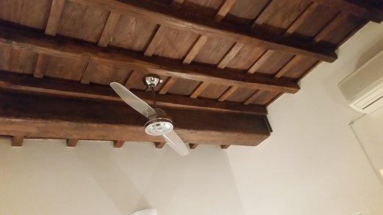 Palazzo Olivia: Particolare del soffitto in legno e con travi a vista