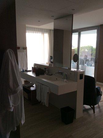 Salle de bains DANS la chambre, pas d\'intimité...mais très ...