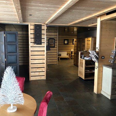 restaurant l 39 entrepot dans valloire avec cuisine autres cuisines. Black Bedroom Furniture Sets. Home Design Ideas