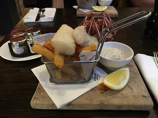 St. Pancras Renaissance Hotel London: Mini Fish & Chips, Chambers Club