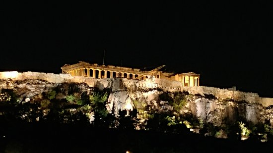 The Zillers Boutique Hotel: Nightly view of the Parthenon from our room