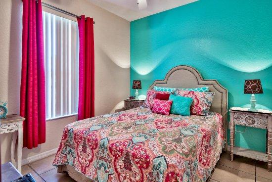 Regal Palms Resort & Spa: Main floor bedroom of home