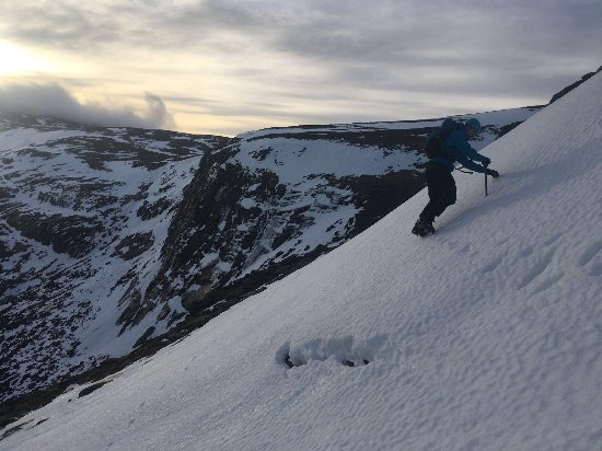 Aviemore, UK: Cramponing across a snow slope