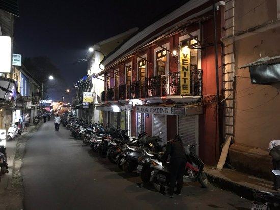 Hospedaria Venite: Venite on a narrow old street.