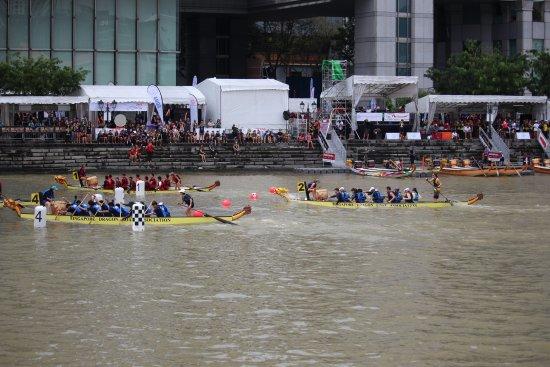 Boat Quay : Dragon boat racing