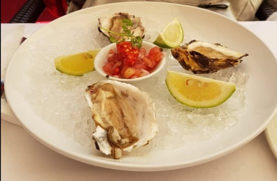 Beluga Restaurant: Austern mit einer Tomaten-Vinaigrette-Mischung