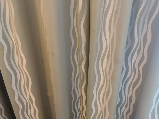 The Westin Lombard Yorktown Center: Stains all over curtains