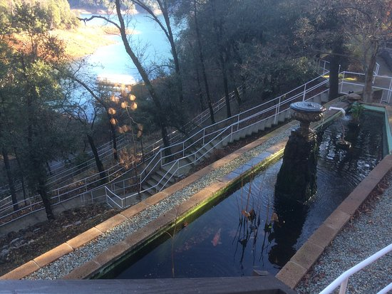 Lake Shasta Caverns: the stairs/ramps from visitor's center down to dock
