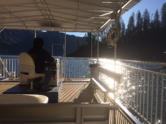 Lakehead, CA: boat ride across the lake (to get to the caverns)