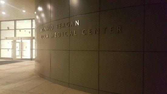 Ronald Reagan UCLA Medical Center - Cafeteria, Los Angeles
