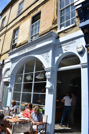 The Cornish Bakery: Outside